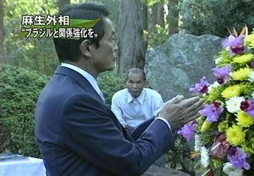 外交タロー:20070820開拓先没者慰霊碑にて