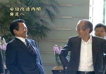 20070827尾身さんと官邸入り2