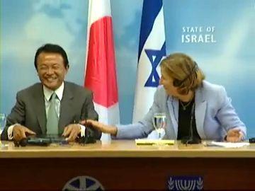 外交タロー:20070814日イスラエル外相共同記者会見「大爆笑」1