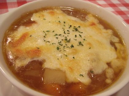 たっぷり野菜のオニオングラタンスープ