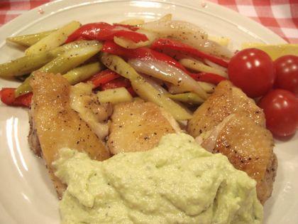 鶏肉と野菜のサワーソテーアボカドソース