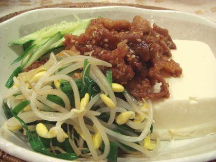 韓国風肉味噌と豆もやしの豆腐サラダ
