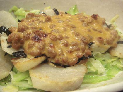 里芋とキャベツの味噌マヨ納豆焼き