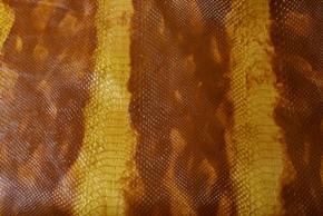 オレンジパイソン柄の革