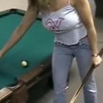 SEXYな女性がビリヤードする動画