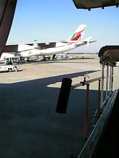 去年の年末、暇な成田空港の昼下がり