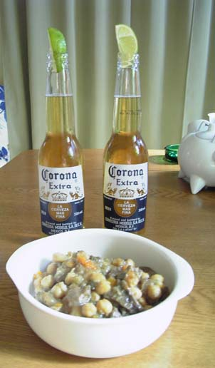 料理とコロナビール
