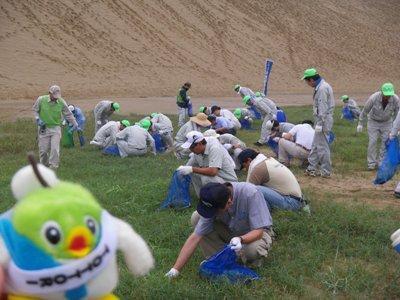 砂丘除草作業