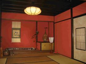 金澤独特の赤い内壁
