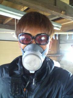 3Dメガネとイスラエル軍毒ガス用マスク着用してサウナスーツを着て削ってます。