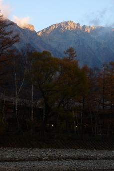 穂高岳を朝日が照らす