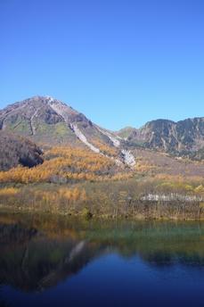 水面に写る焼岳