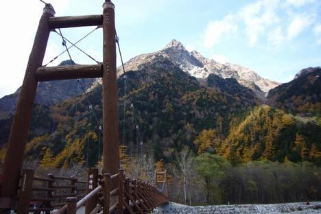 明神橋から明神岳