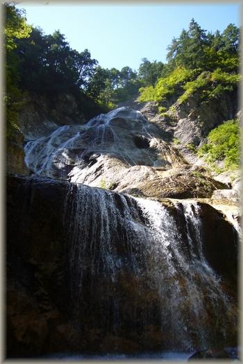 姥ヶ滝(平成2年「日本の滝100選」に選定)