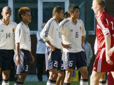 試合後に厳しい表情を見せる選手達
