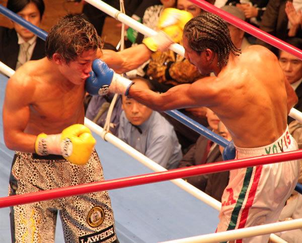 8回戦で行われた亀田大毅対バレリオ・サンチェス。判定2-0で亀田の勝利