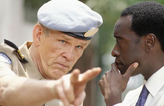 オリバー大佐(左)の演技も光る