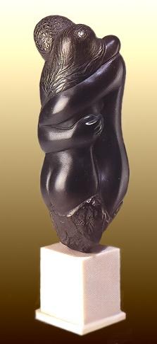 抱擁をテーマとした彫刻