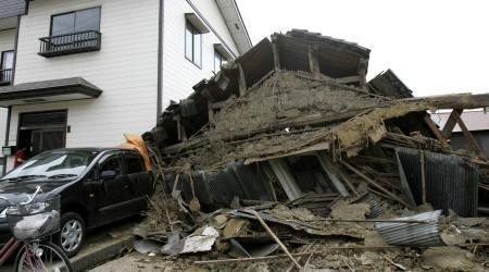 7月16日、新潟県中越と長野県北部などを中心に震度6強の強い地震を観測、2人が死亡、200人以上が負傷した(2007年 ロイター/Kiyoshi Ota)(C)ロイター/Kiyoshi Ota