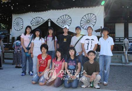 「平和を愛する青少年の歴史の会」所属の学生たち=14日、東京(聯合)(YONHAP NEWS)