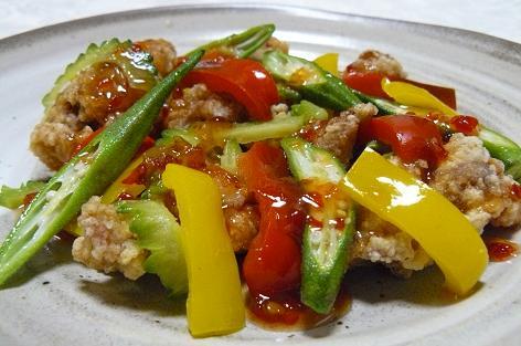 唐揚げとカラフル野菜のチリソース
