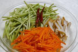 芋の茎の炒め煮 材料