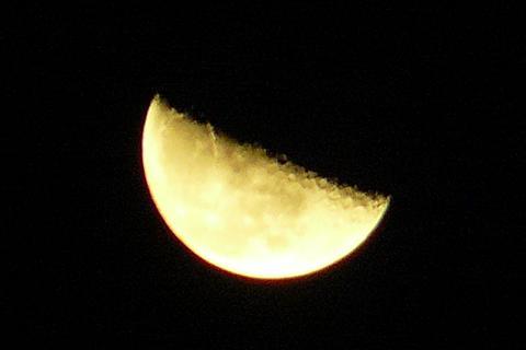 中秋の半月 (^▽^笑)