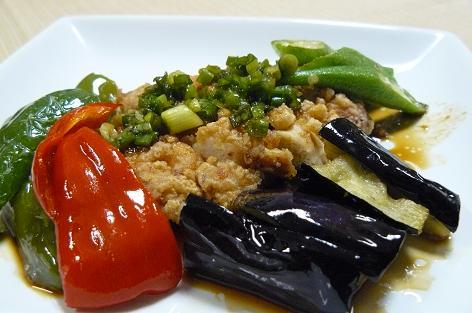 鳥の甘酢ソースと野菜の盛り合わせ