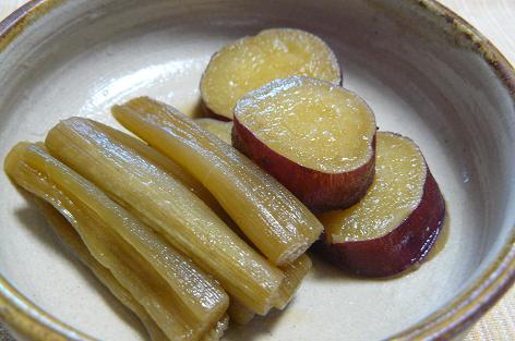 サツマイモとズイキの煮物