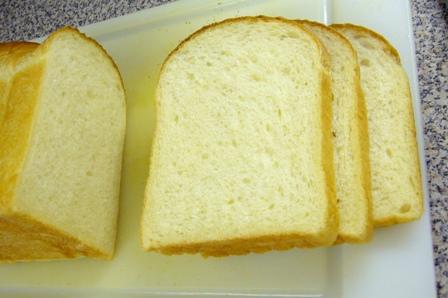 イギリスパン(タピオカ入り)断面0603