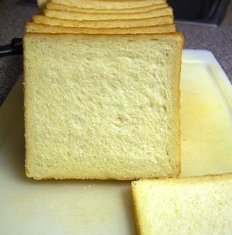 タピオカ粉入り生クリーム食パン断面