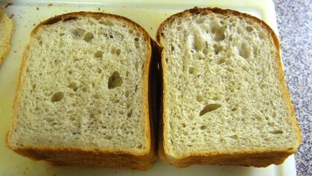 紅茶酵母はちみつ食パン断面0629