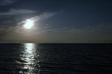 遠く近江富士を望む