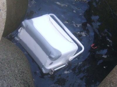泳ぐクーラーボックス