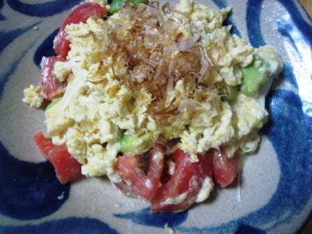 トマトとアボガドの白味噌炒り卵