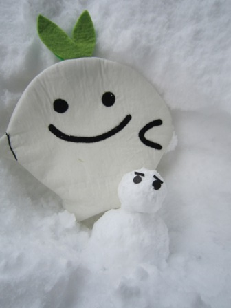 ひこぴーと雪だるま2