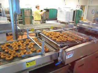 ドーナッツ製造中