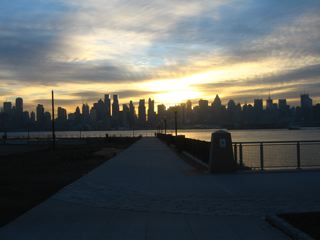 ニュージャージー側Port Imperialのフェリー乗り場からの朝焼け