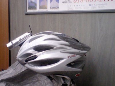 ヘルメットにライト