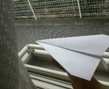 あの紙ヒコーキ曇り空わって