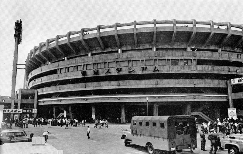 東京スタジアムの正面