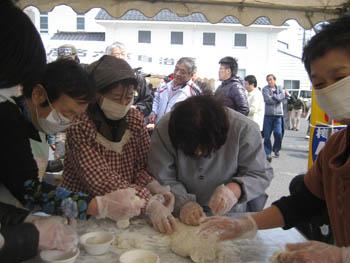 2011新酒祭り餅コネ