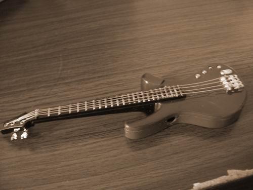 僞吉他該注意的是頭發!!!頭可斷發不可斷!!!