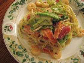 エビと野菜のクリームパスタ
