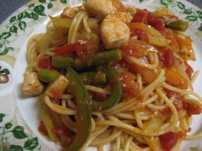 鶏肉と野菜のトマトパスタ