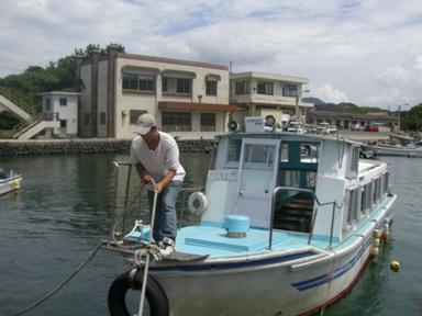 芥屋の観光船