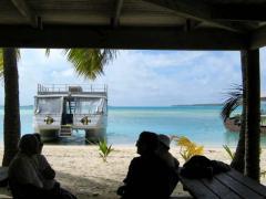 小屋から海