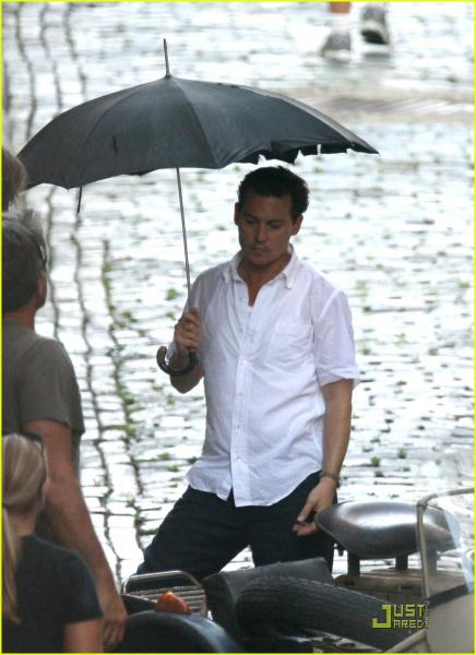johnny-depp-rain-rain-go-away-08_20090608123812s_20110719074205.jpg