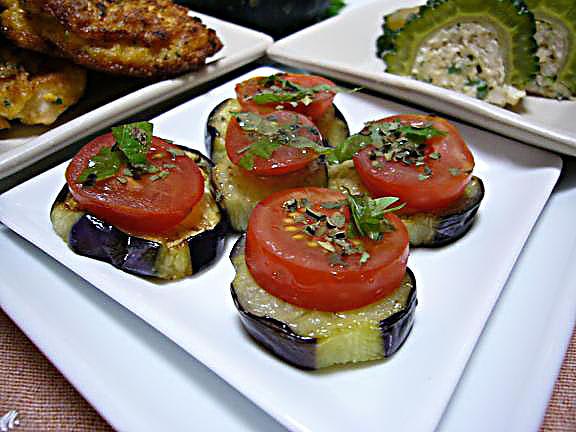 茄子とトマト→オリーブオイルとバジルの風味で頂くのが一番好きな食べ方かな!