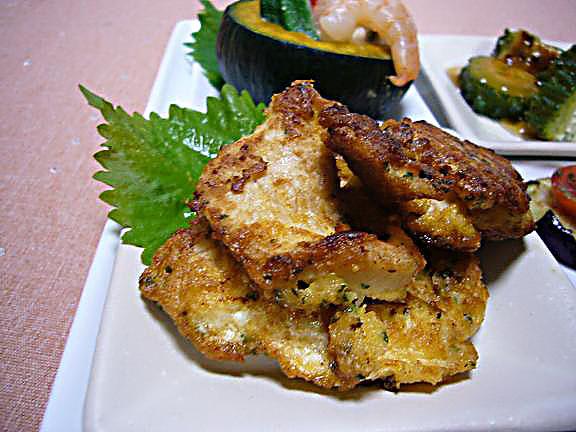 胸肉のピカタ→ニンニク味とパン粉、粉チーズ入りの卵液が良く絡み肉はしっとりです!